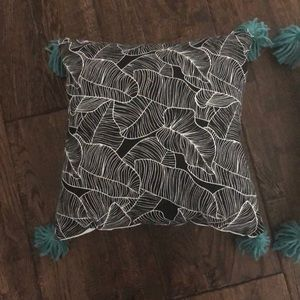 Set of 2- decorative couch pillows